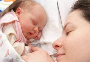 Darle-amor-al-recién-nacido