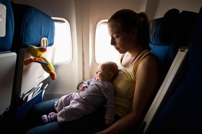 avion-chicos-viajar-vacaciones
